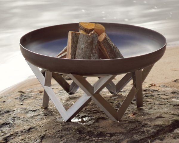 vingis fire pit with wood logs, on the bench of the lake